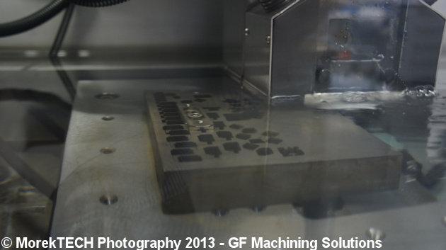 Ilustracja 2. Strefa robocza drążenia EDM - zdjęcie wykonane w centrum szkoleniowym GF Machining Solutions.