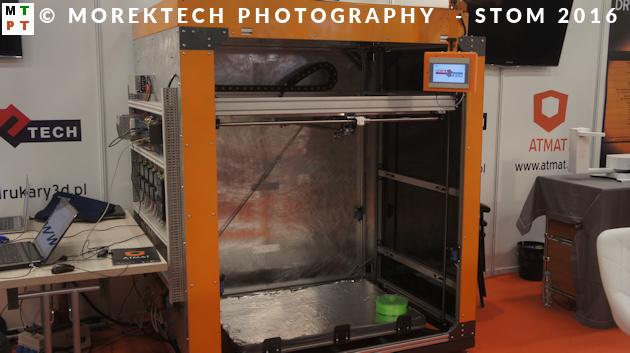 Przykład drukarki 3D do wydruków wielkogabarytowych - stoisko firmy ATMAT