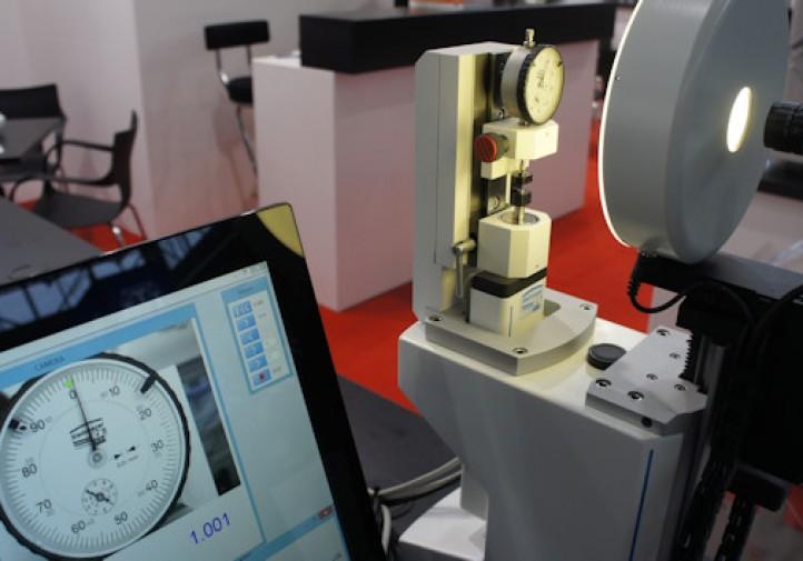 metrologia - Stanowisko do wzorcowania czujników zegarowych - stoisko firmy FAKTOR - STOM 2016 w Kielcach