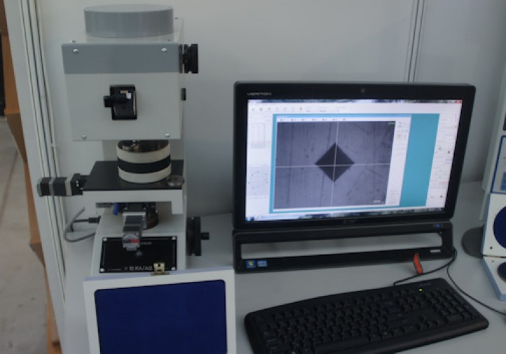 Metrologia - Pomiar mikrotwardości metodą Vickers'a - stoisko firmy B.H. KARCZ - TOOLEX 2015 w Sosnowcu