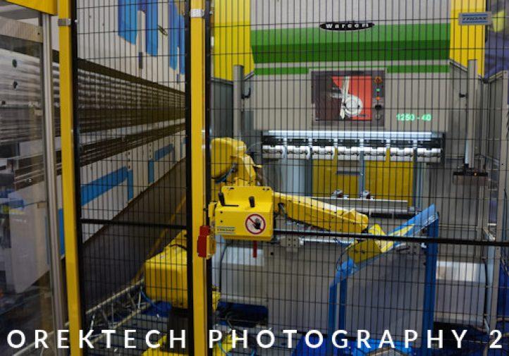 hybrydowe - Prasa krawędziowa WARCOM wraz ze zautomatyzowanym stanowiskiem z wykorzystaniem robota przemysłowego - targo MACHTOOL 2016