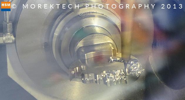 implanty - Ilustracja 2. Obróbka szybkościowa, 5-osiowe frezowanie implantów na GF Machining Solutions Mikron HSM 400 U - Millhouse GmbH.
