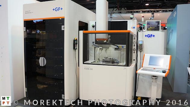 Przemysł 4.0 - zautomatyzowana elektrodrążarka wgłębna Gf Machining Solutions FORM 200 wraz z magazynem palet (paletyzacji w ramach Systemu 3R).