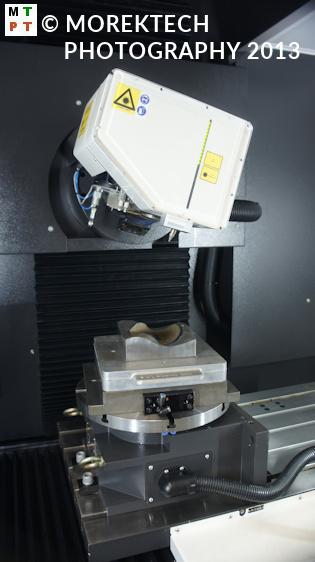 teksturowania - Ilustracja 3. Wnętrze Laser P GF Machining Solutions - głowica, system paletowy.